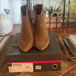 Vince Camuto Movinta Size 8.5 Tree House Suede